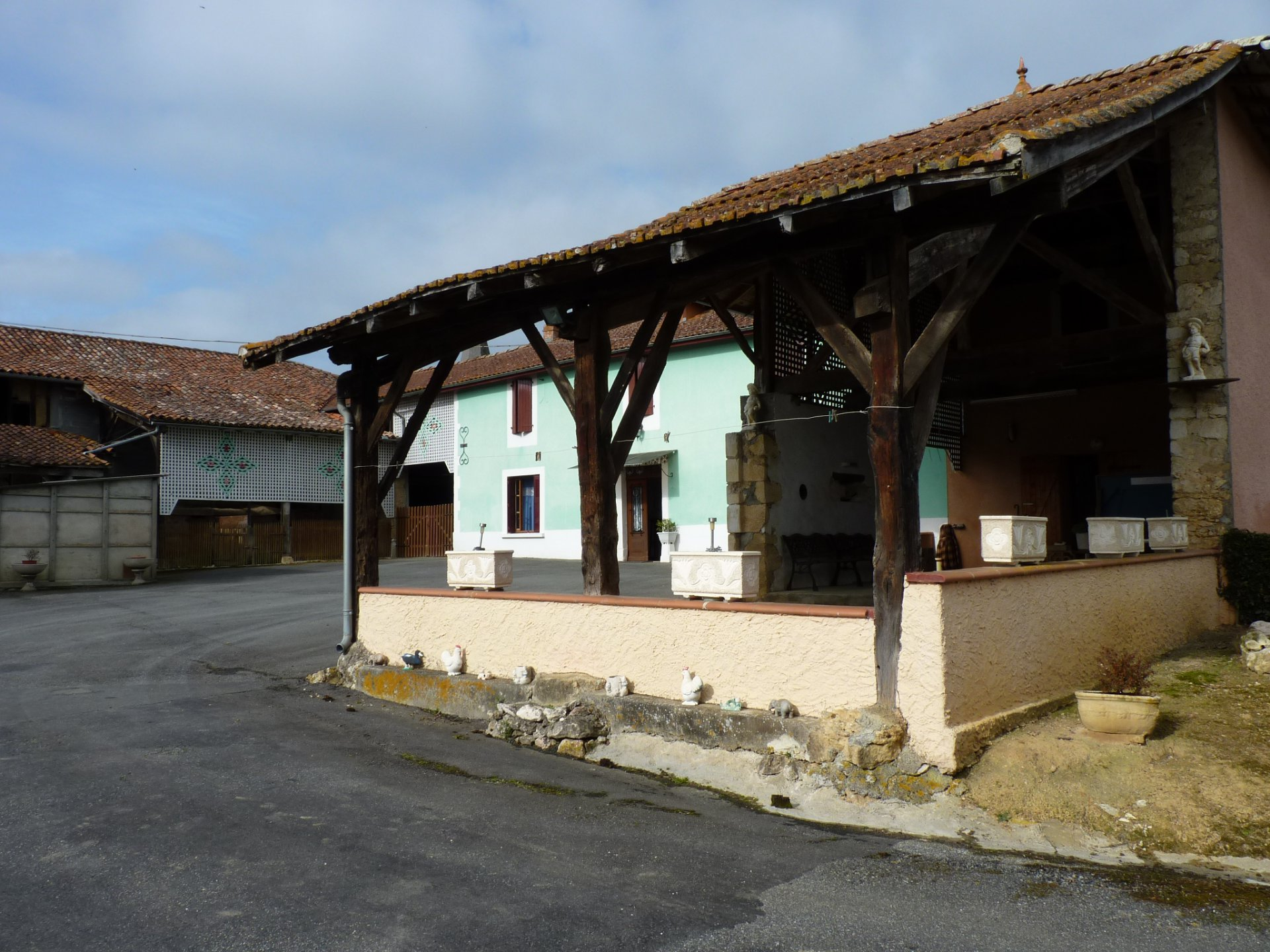 Large family home on 8637 m² view Pyrenees near Blajan