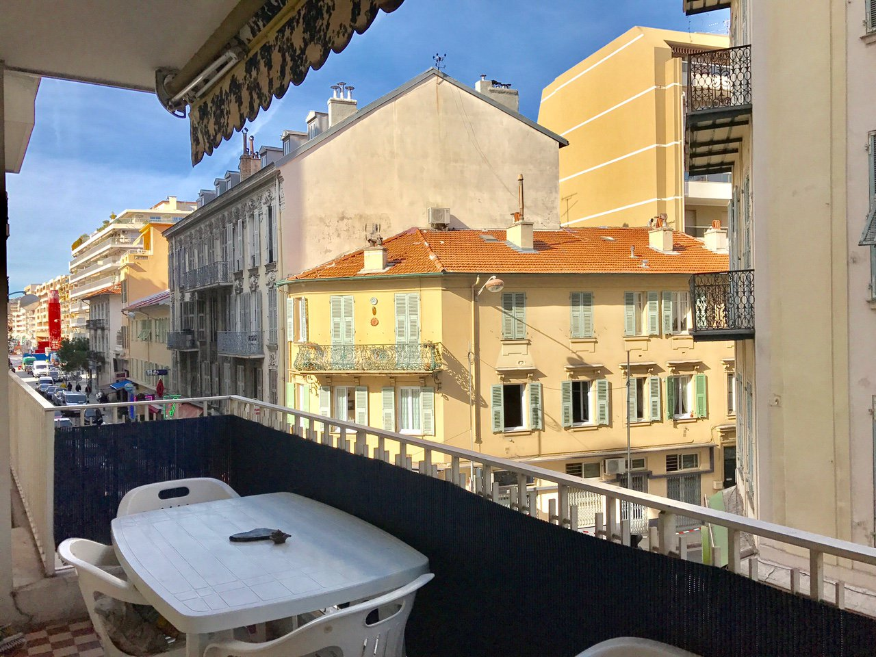 Grand F1 furnished, Rue de France with Terrace