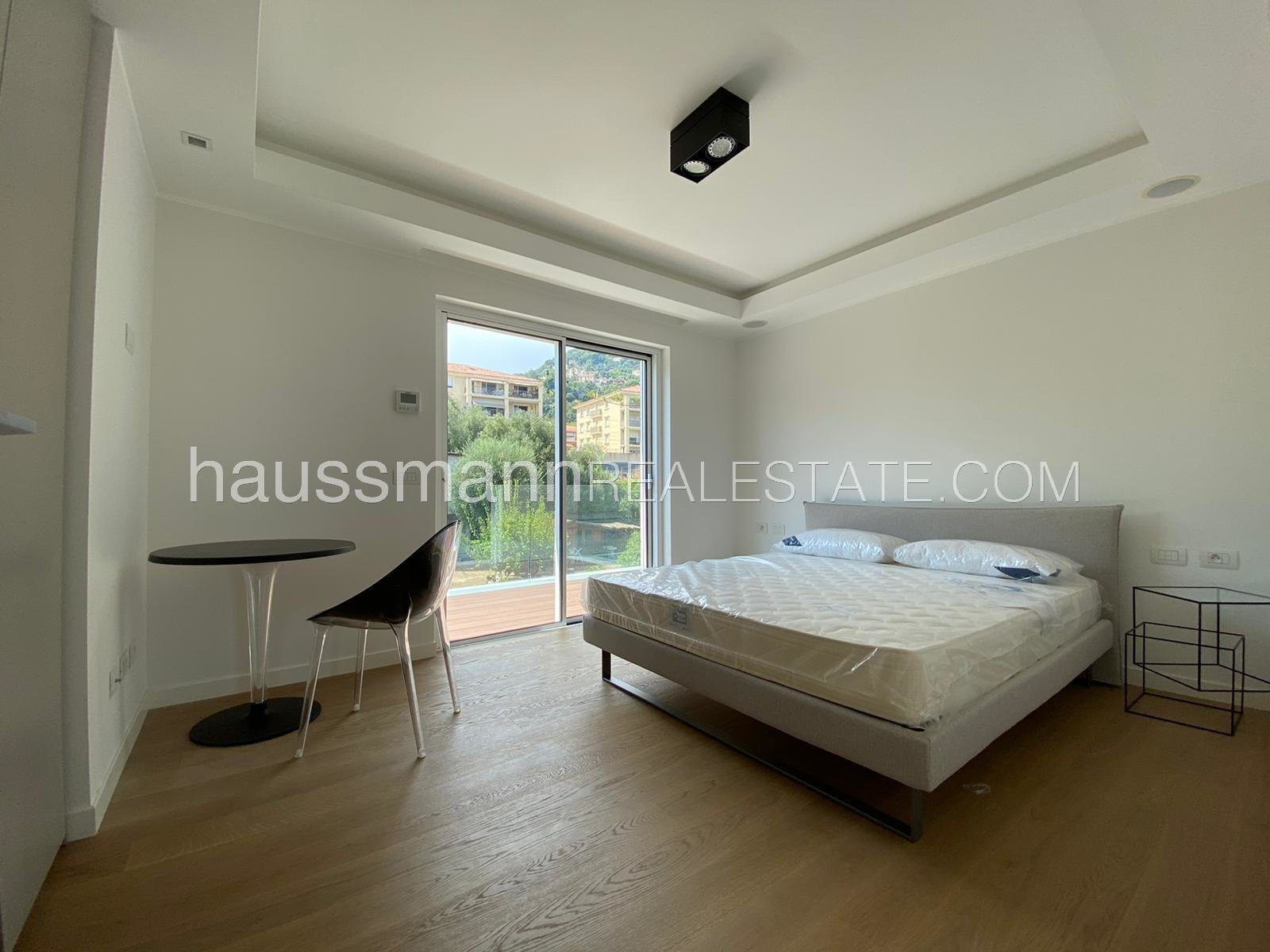 Duplex apartment in center town with pool, at 2 steps from port