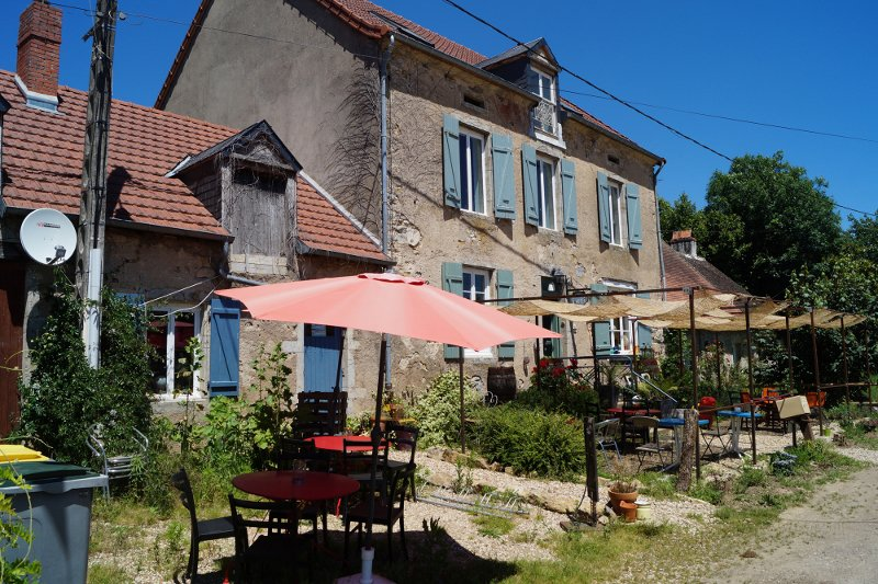 Restaurant, Bar, BB, fonds de commerce, Licence IV , 2 gebouwen, te koop in de Bazois (58) Bourgogne,