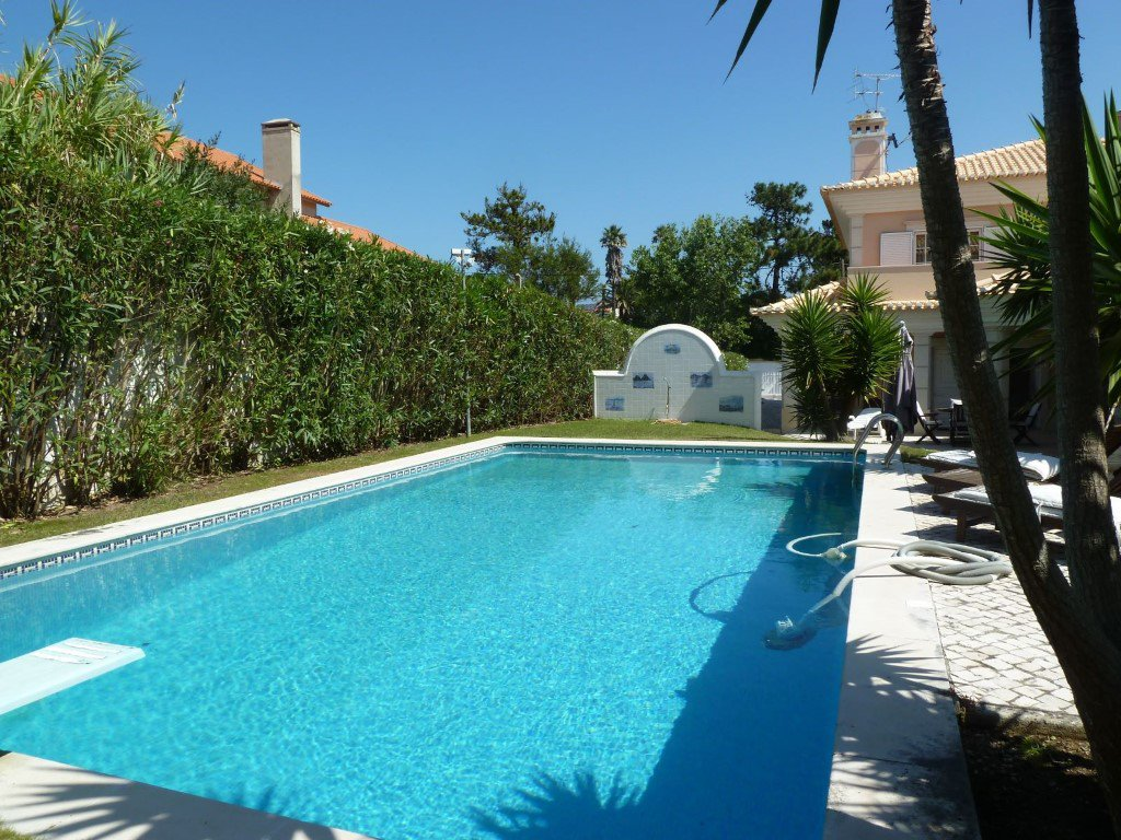 Sintra property of 450 m² with swimming pool