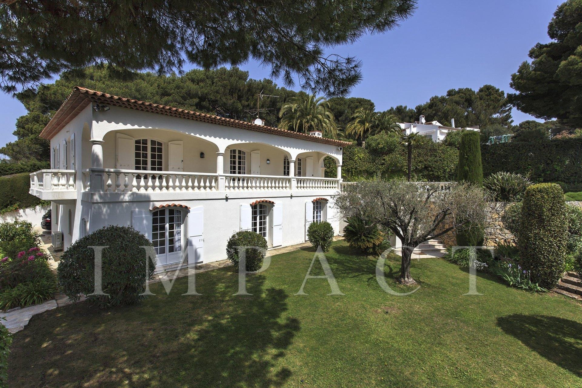 Renovated Provencal villa to rent Cannes