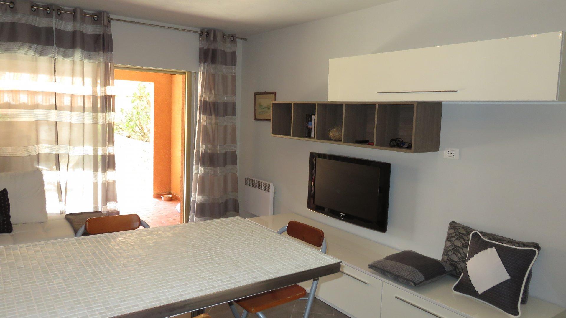 Обновленный 2-комнатная квартира рядом с пляжем