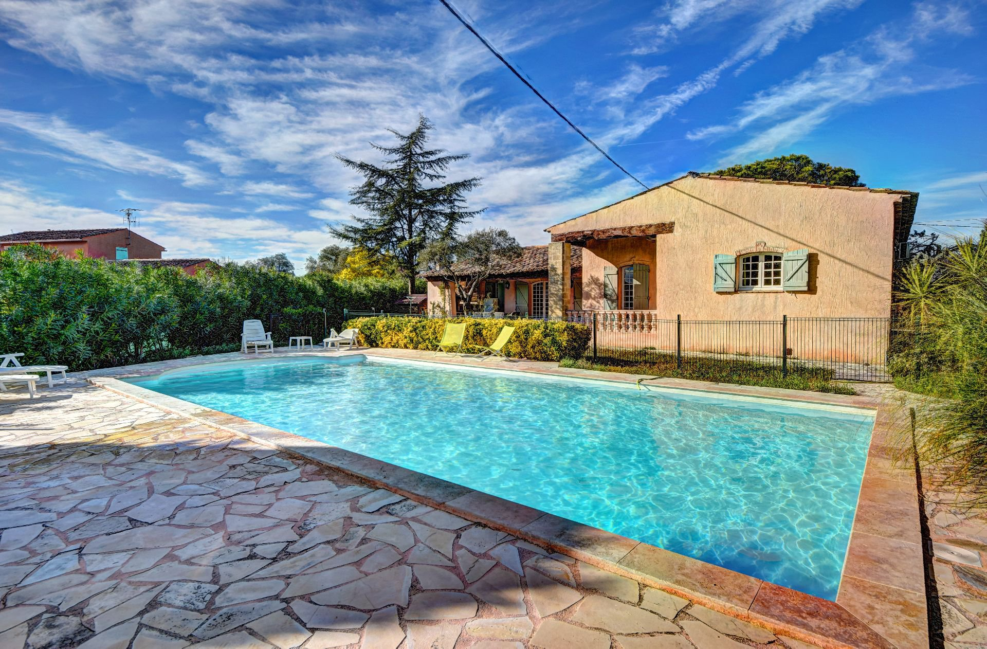 Single storey Villa 3 ch  + T2 independent, with swimming pool, the Muy, Var, Provence