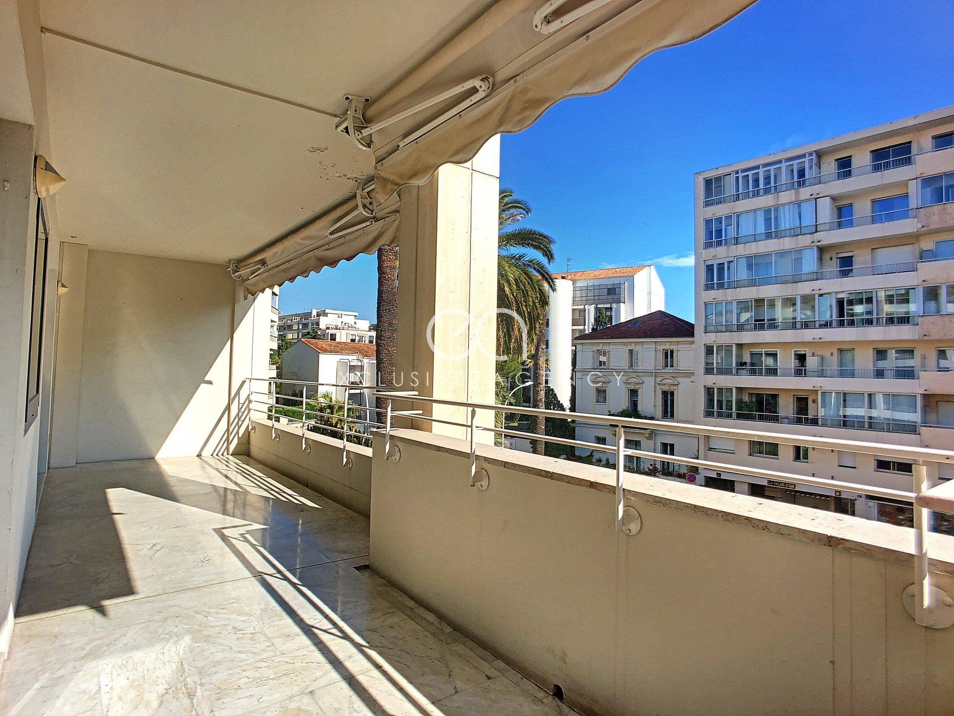 FOR RENT CANNES CENTER ANTIBES STREET 2 room apartment 62sqm with large terrace