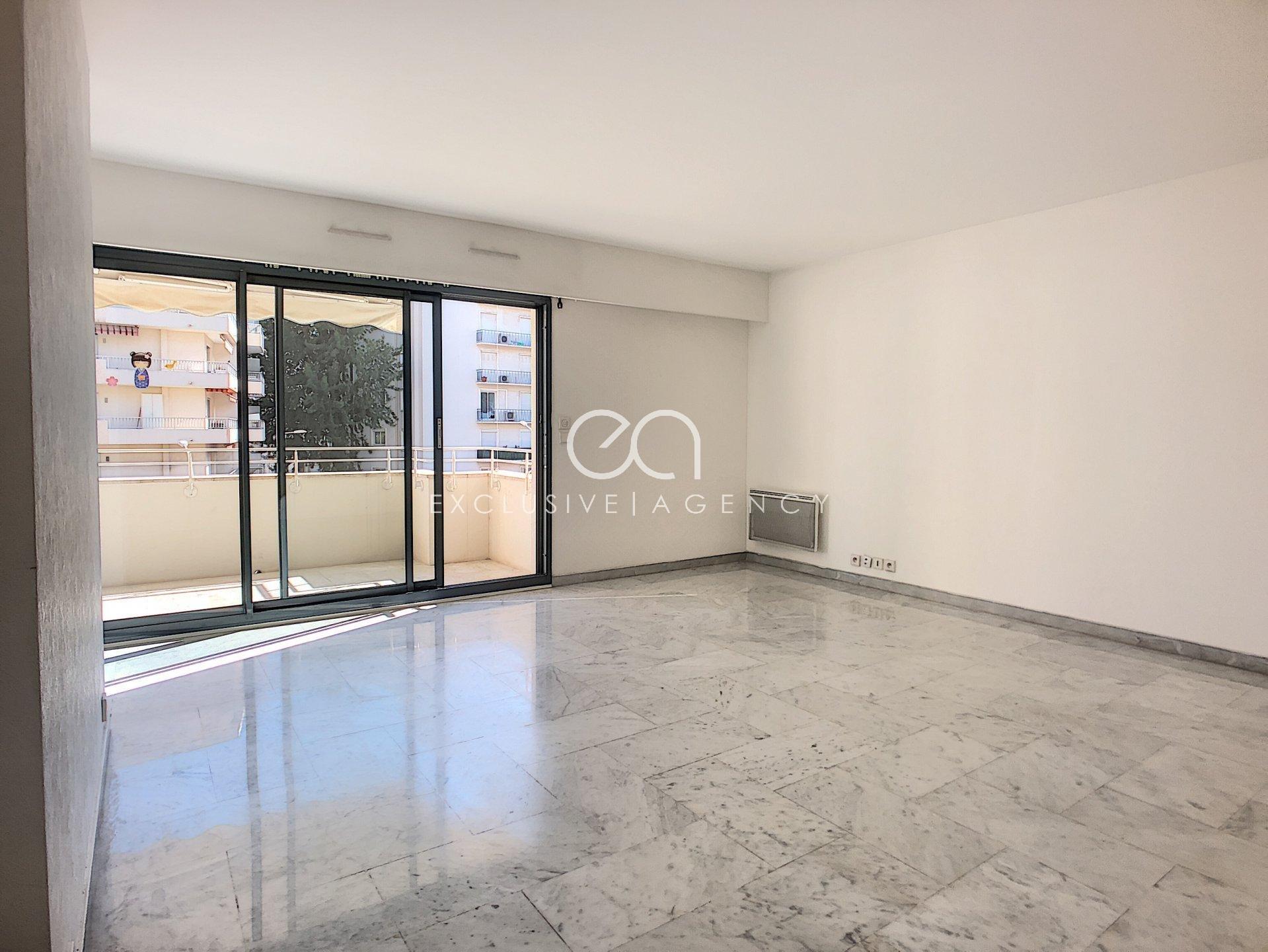 A LOUER CANNES CENTRE RUE D'ANTIBES appartement 2 pièces 62m2 avec large terrasse