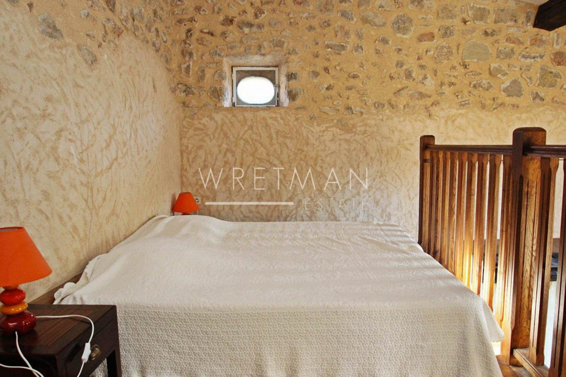Authentic Bastide in stone - Claviers