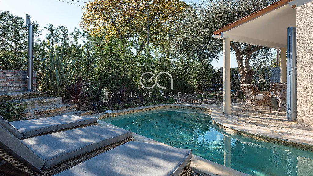 Short term rental in Cannes, villa with pool 3 to 10 persons.