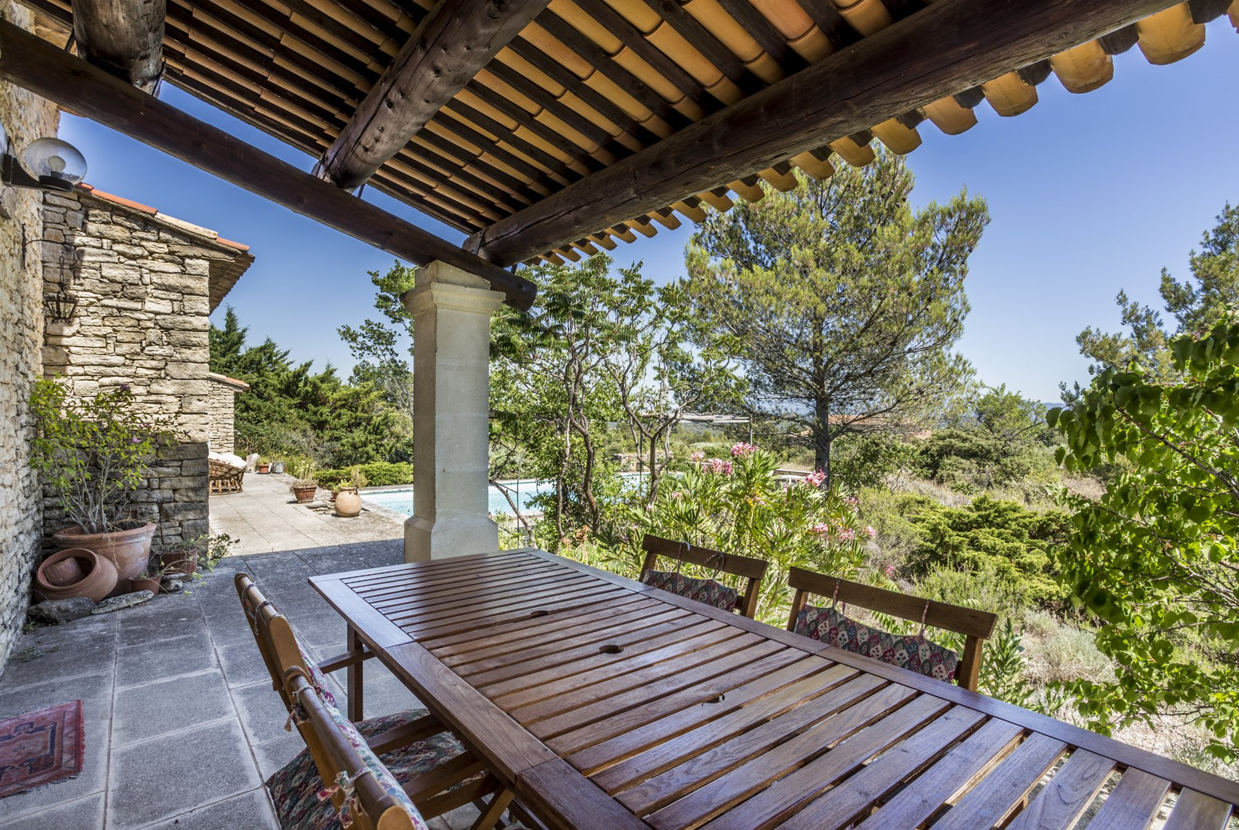 Proche Gordes, villa avec vue à Joucas