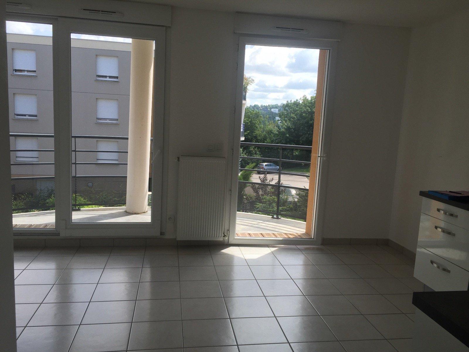SAINT-PRIEST-EN-JAREZ - Appartement T2 dans  un immeuble de standing