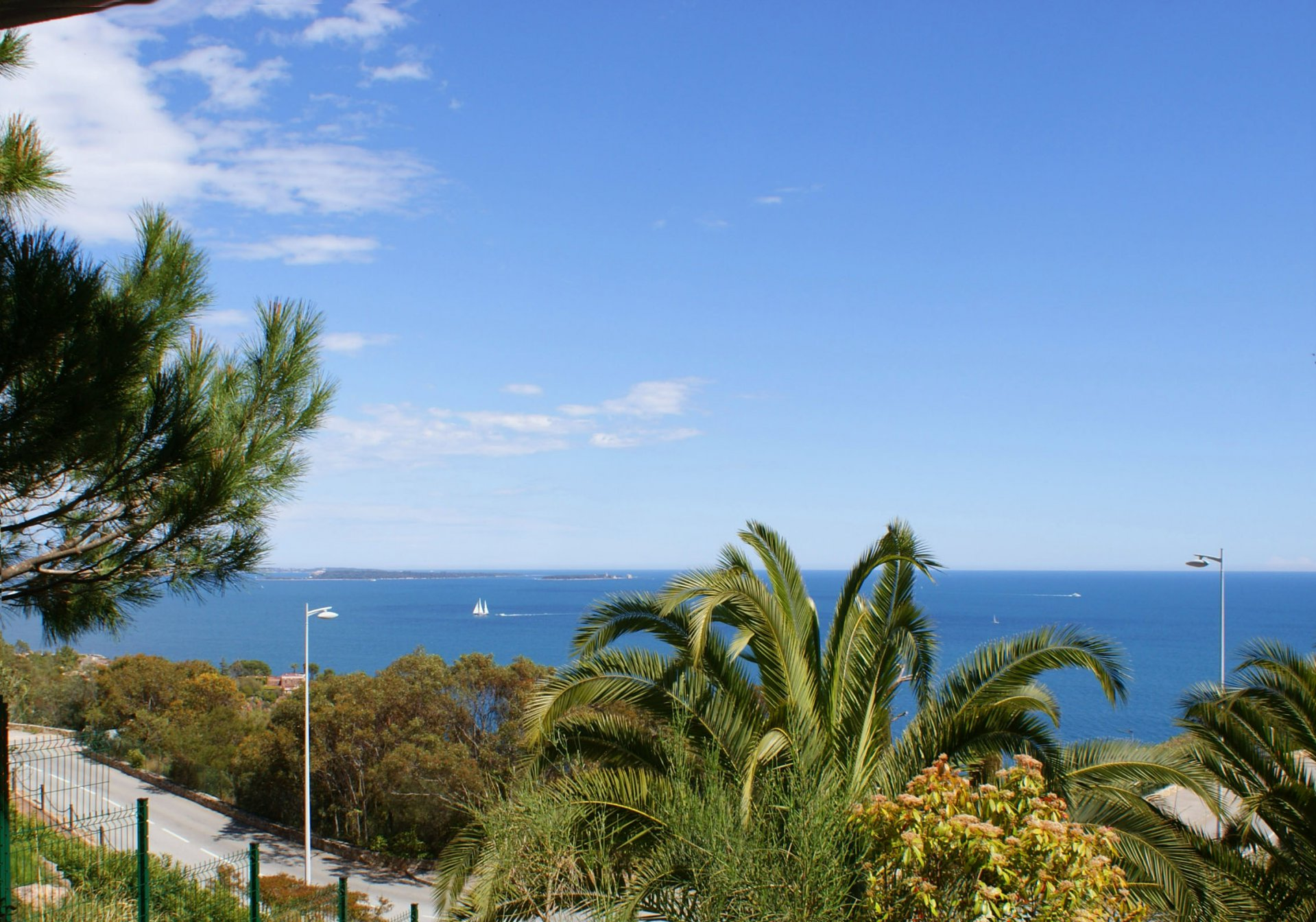 Completely renovated 1 bedroom apartment with stunning sea view  * TH 001  *