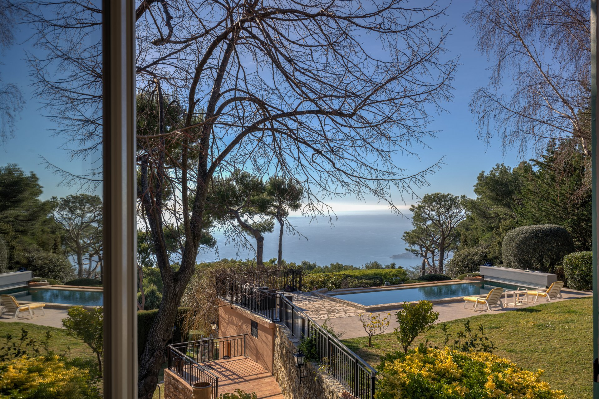 Eze. Wonderful family home with sea view, 15 minutes from Monaco