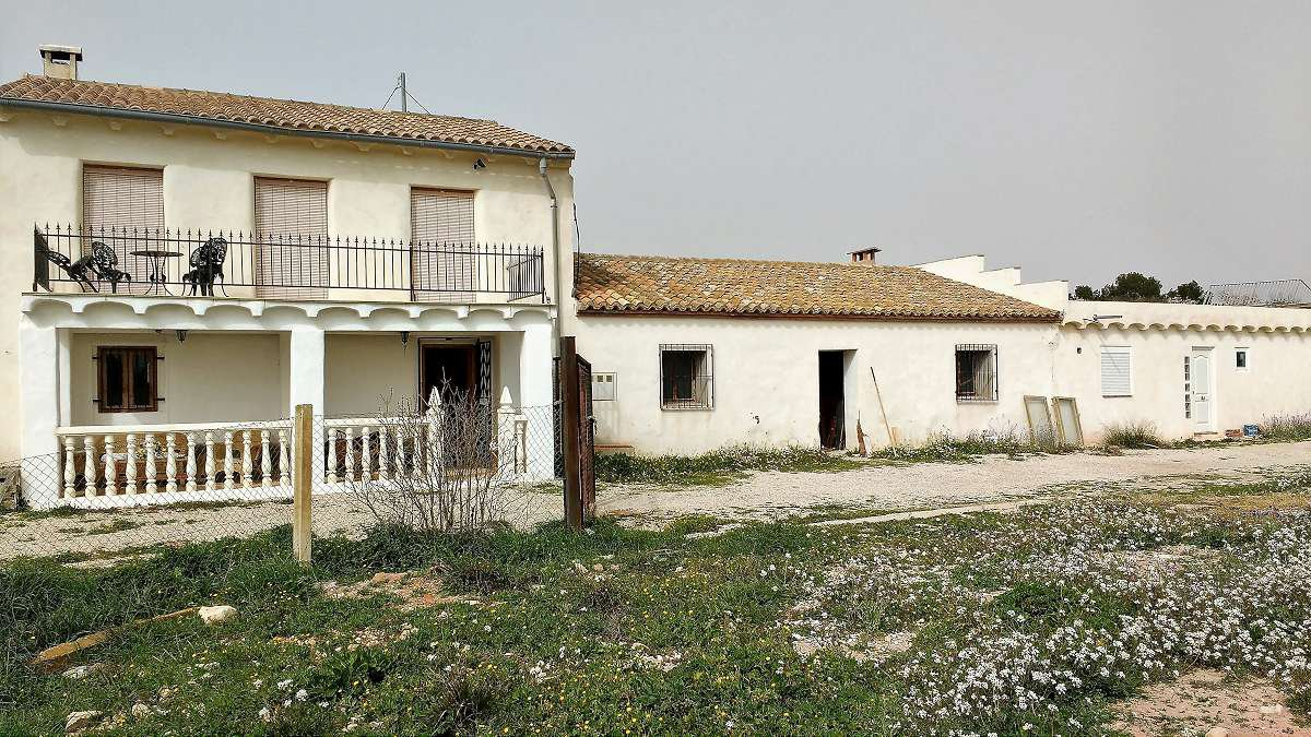 Fantastic opportunity to purchase a row of houses, ideal for rental investment.
