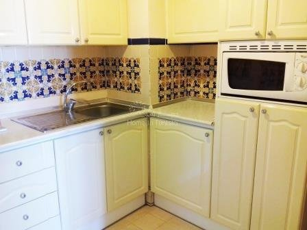 77/5000 Large 1 bedroom apartment on 1st floor furnished 2nd bedroom possible