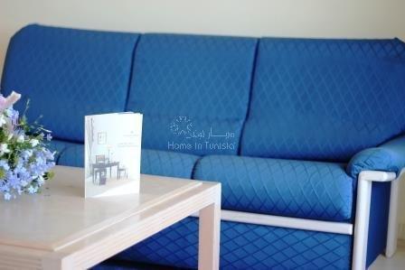 Grand appartement S+1 de 104 m2 au 1er étage meublé équipé avec vue. Possibilté d'en faire un S+2