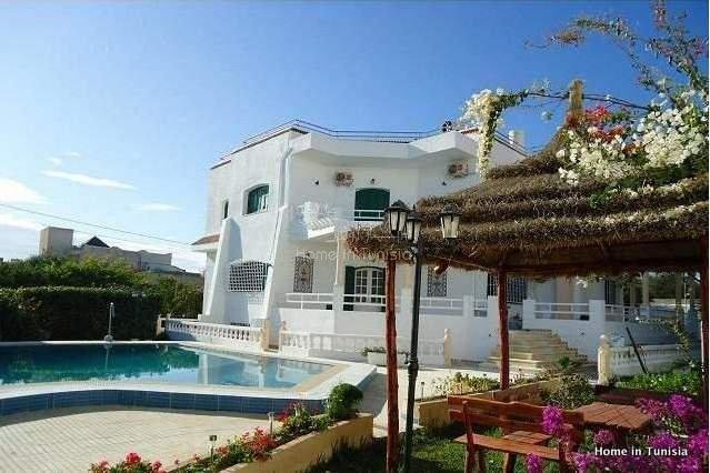 Luxueuse villa à vendre à Chott mariem