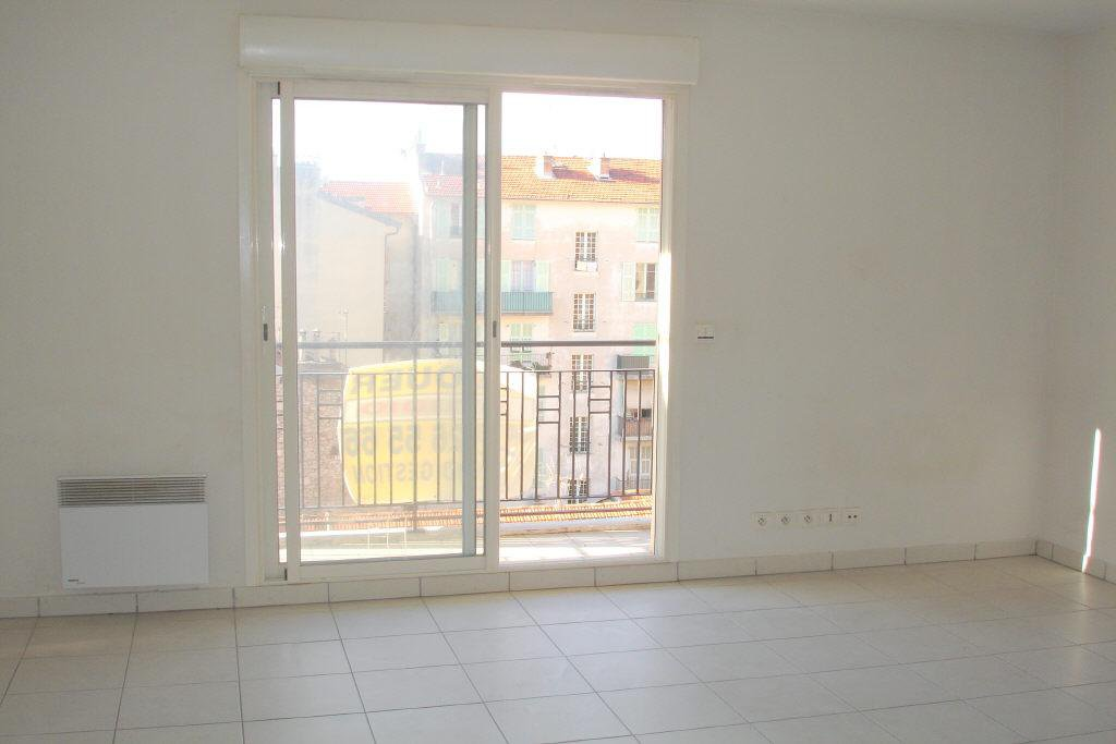 Location Nice studio 19.63m² situè quartier Riquier
