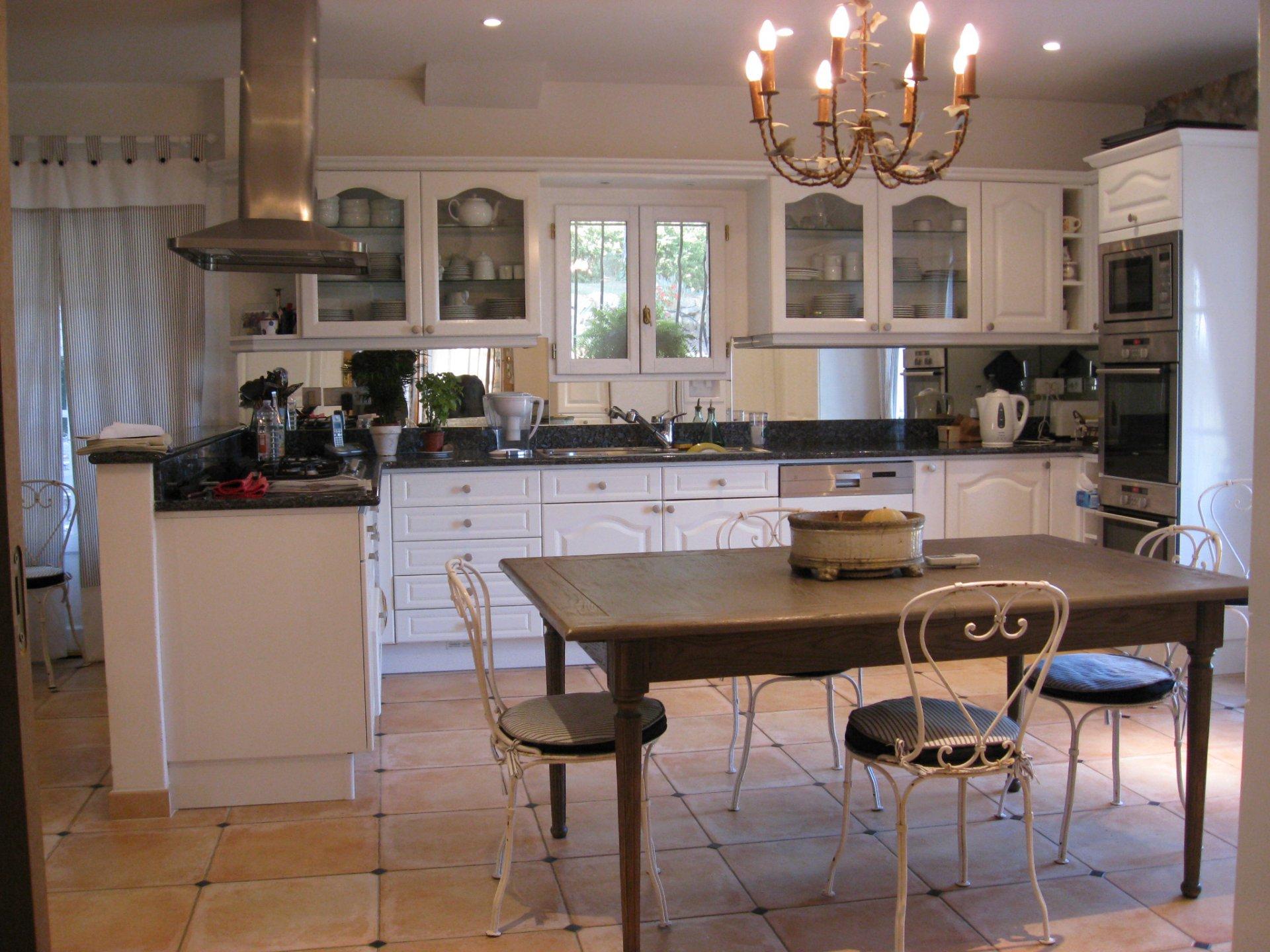 LORGUES propriété 6 chambres sur env 10200 m²