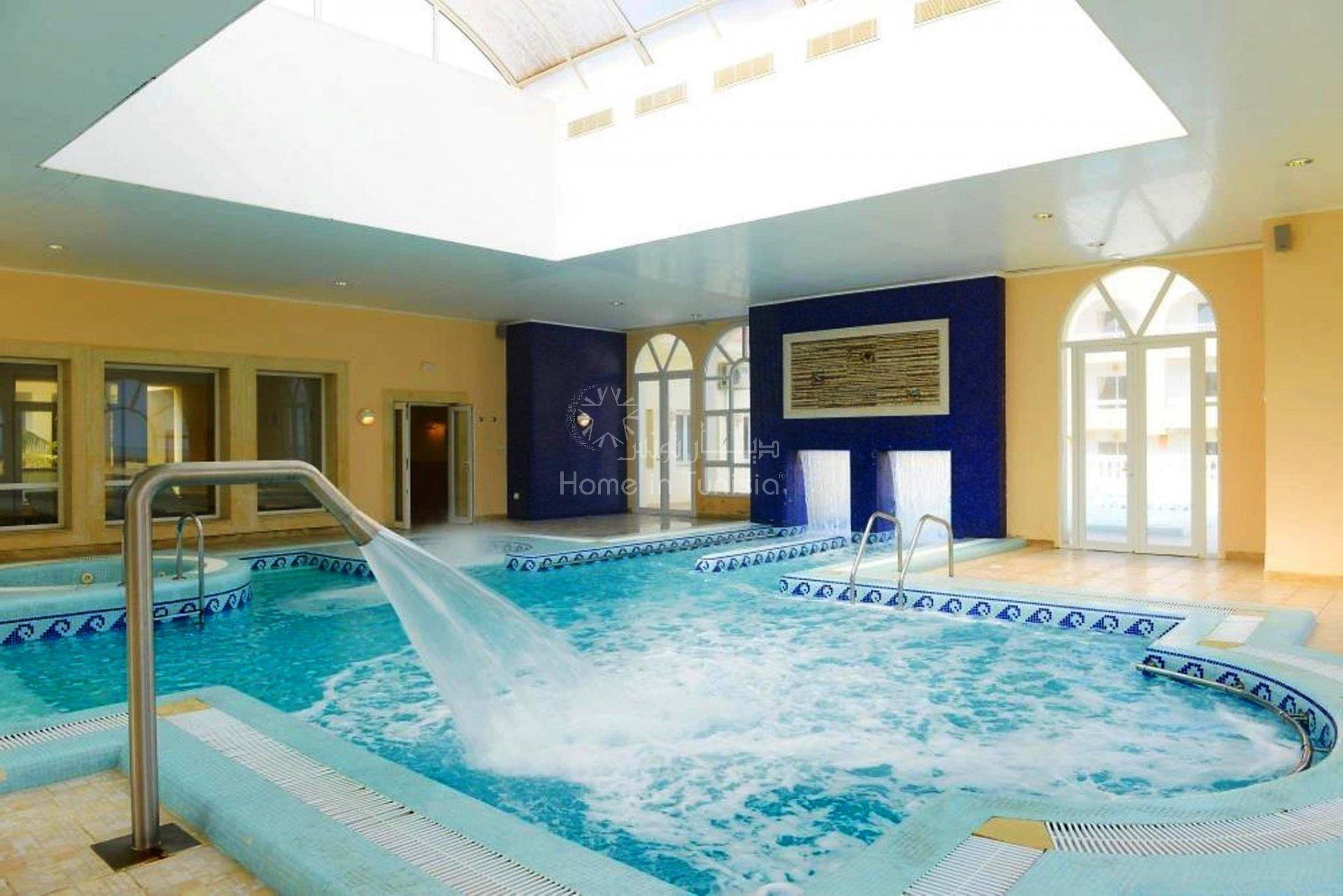 S+1 de 78 m2 meublé équipé situé en bord de mer d'une très belle résidence avec jardin piscine terrasse