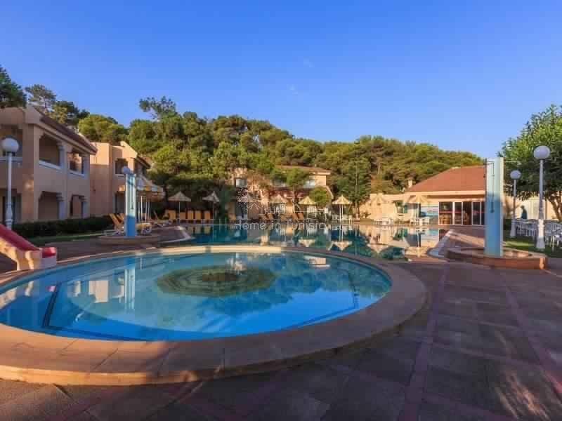 Appartement S+1 de 78m2 meublé équipé situé en bord de mer d'une très belle résidence avec jardin piscine terrasse