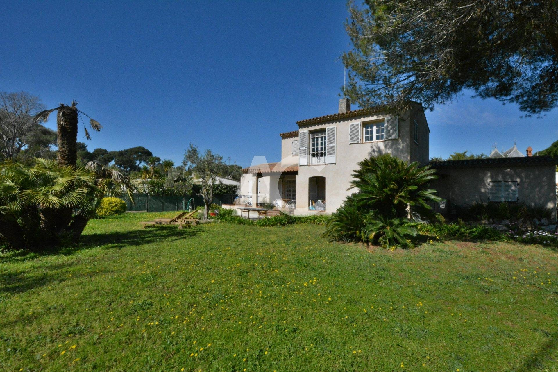 Villa close to Eden Roc - 100m from the beach