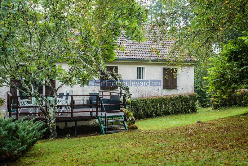 House with nice garden for sale in Arleuf in the Morvan