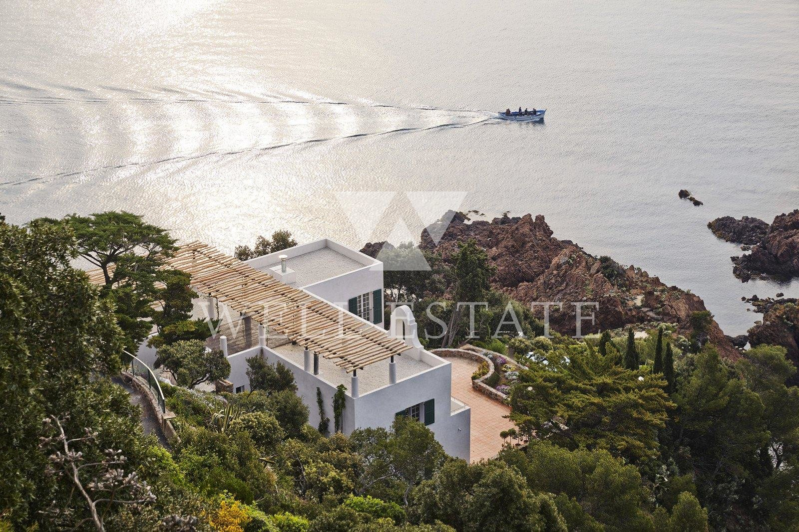 FOR RENT THEOULE SUR MER ARCHITECT-DESIGNED BEACH FRONF VILLA 500M2 WITH SWIMMING POOL ON A PLOT OF 6000 M2