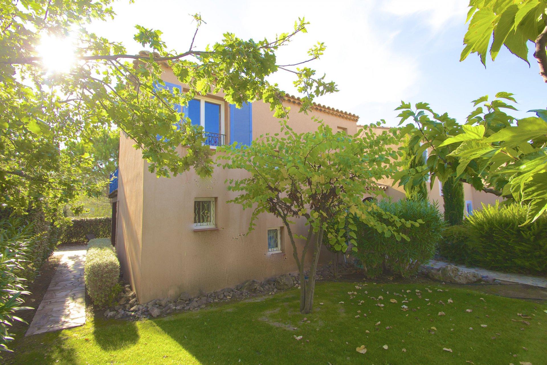 Roquebrune/s Argens, Villa (T5-90m2) dans domaine avec piscine et tennis