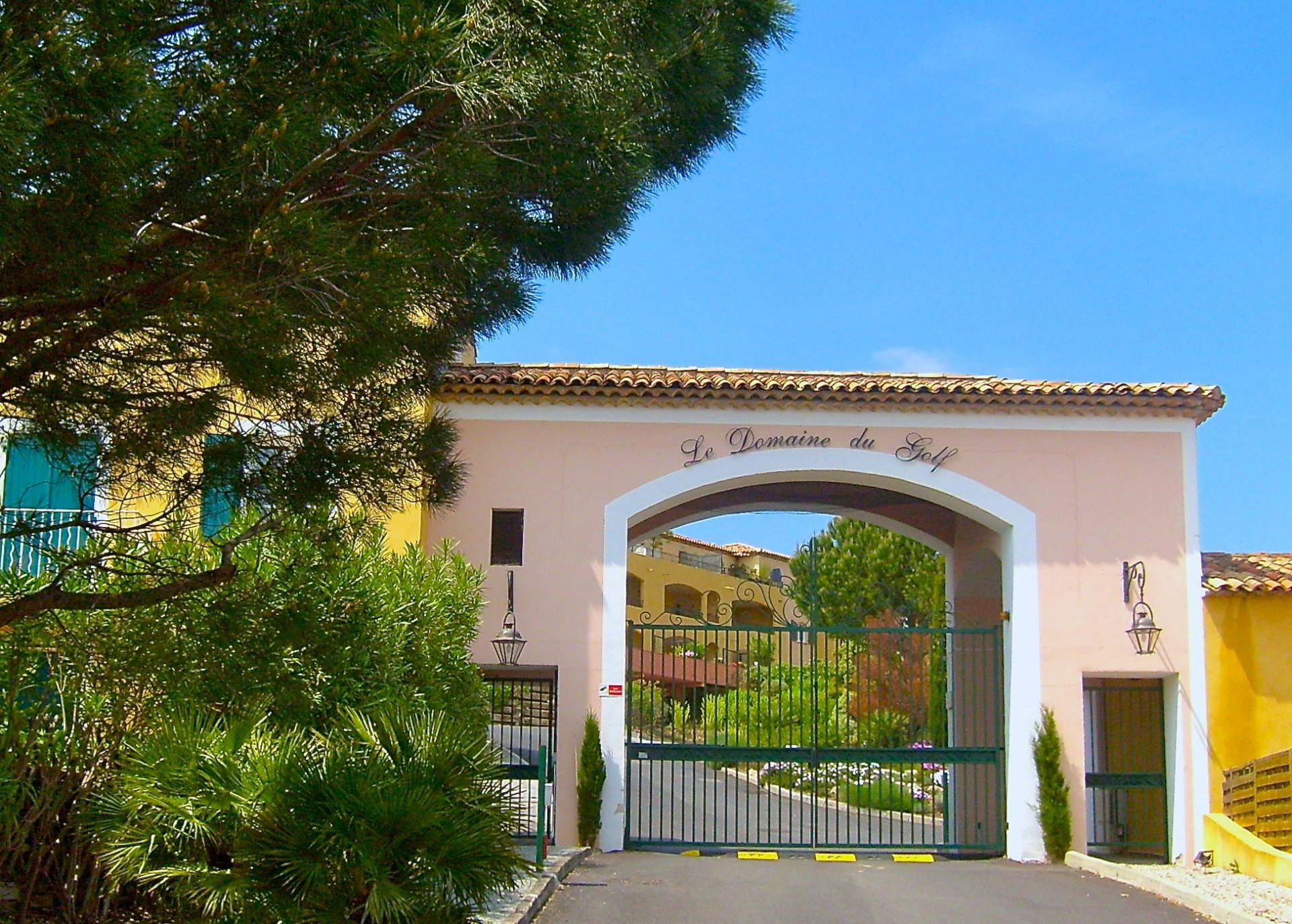 Roquebrune/s Argens, Villa -4 bedrooms -90m2- in luxury domaine, with pool & tennis