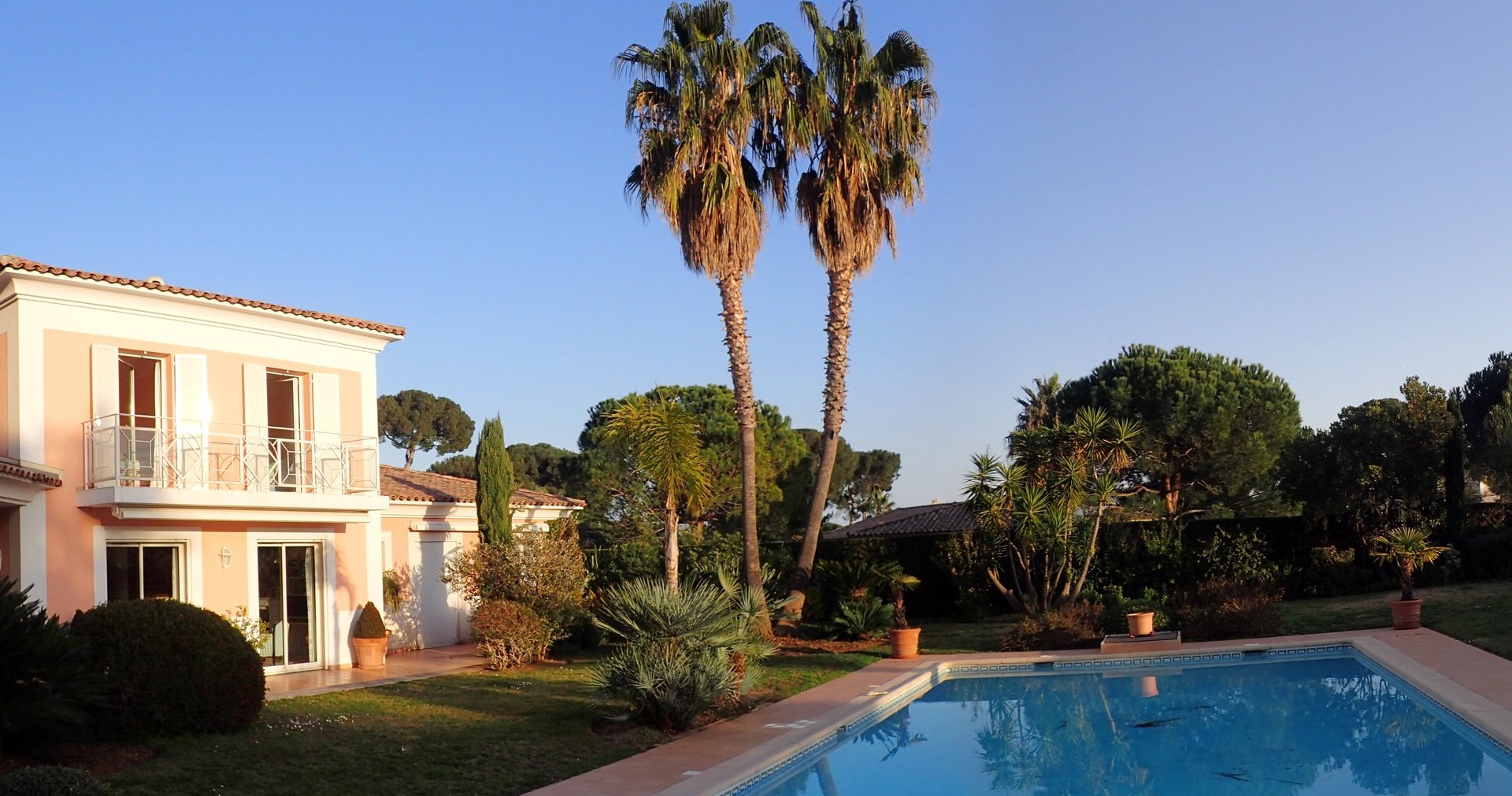CAP D'ANTIBES - PRIVATE SECURED DOMAIN -