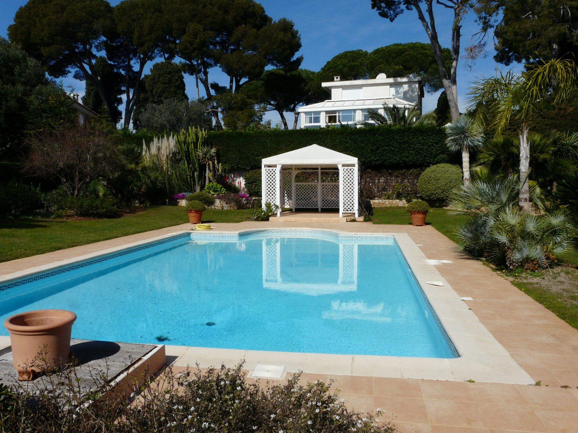 CAP D'ANTIBES - PRIVATE SECURED DOMAIN - SUMMER AND EVENTS RENTAL
