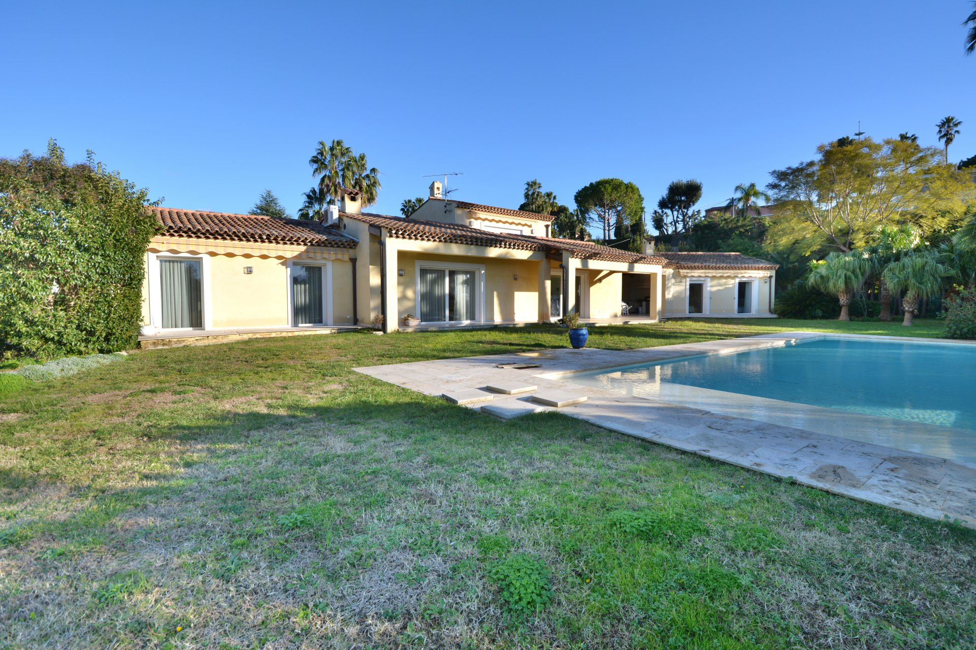 Beautiful villa on the West side of Cap d'Antibes