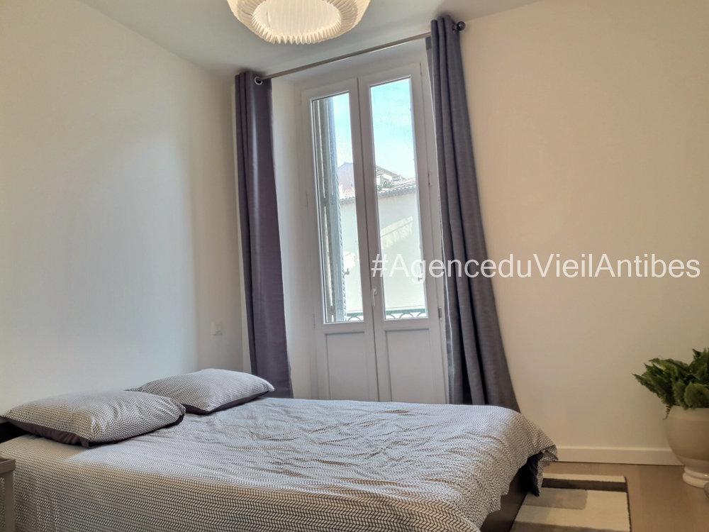 VIEILLE VILLE D'ANTIBES - 3P DE 69 M2