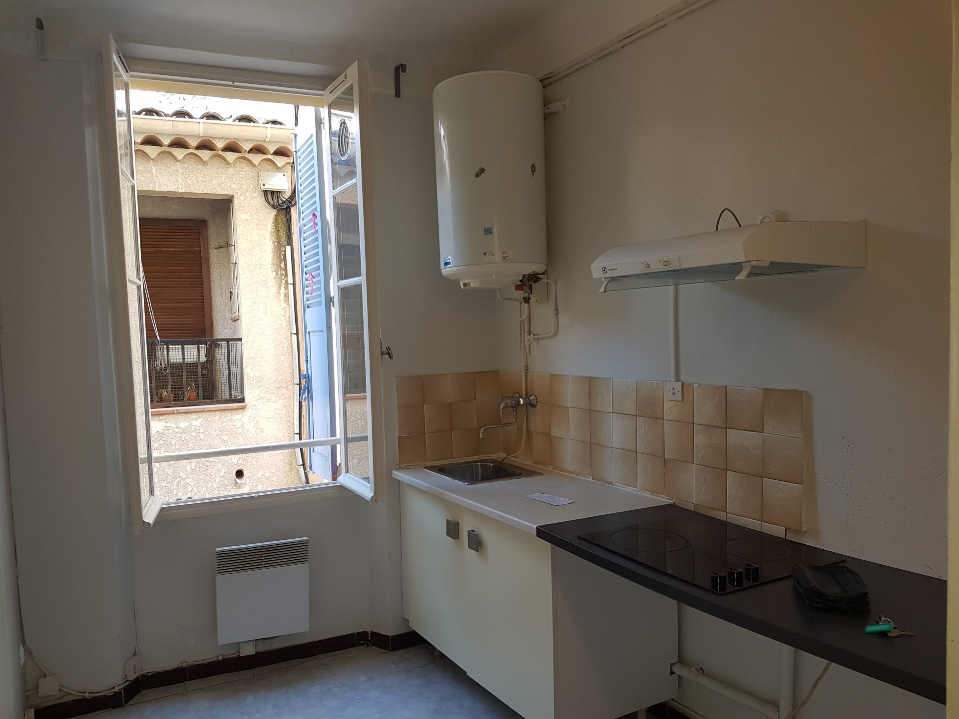 Old Antibes, rented long terms and empty