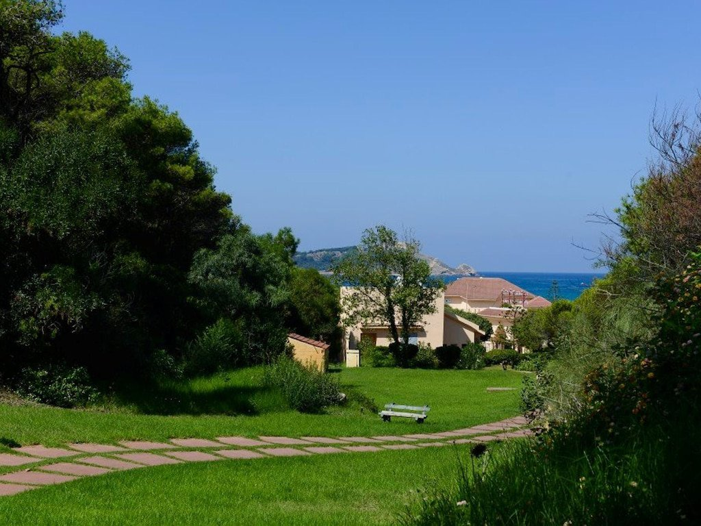 Studio 49 m2 furnished equipped located in front of sea of ​​a very nice residence with garden swimming pool terrace