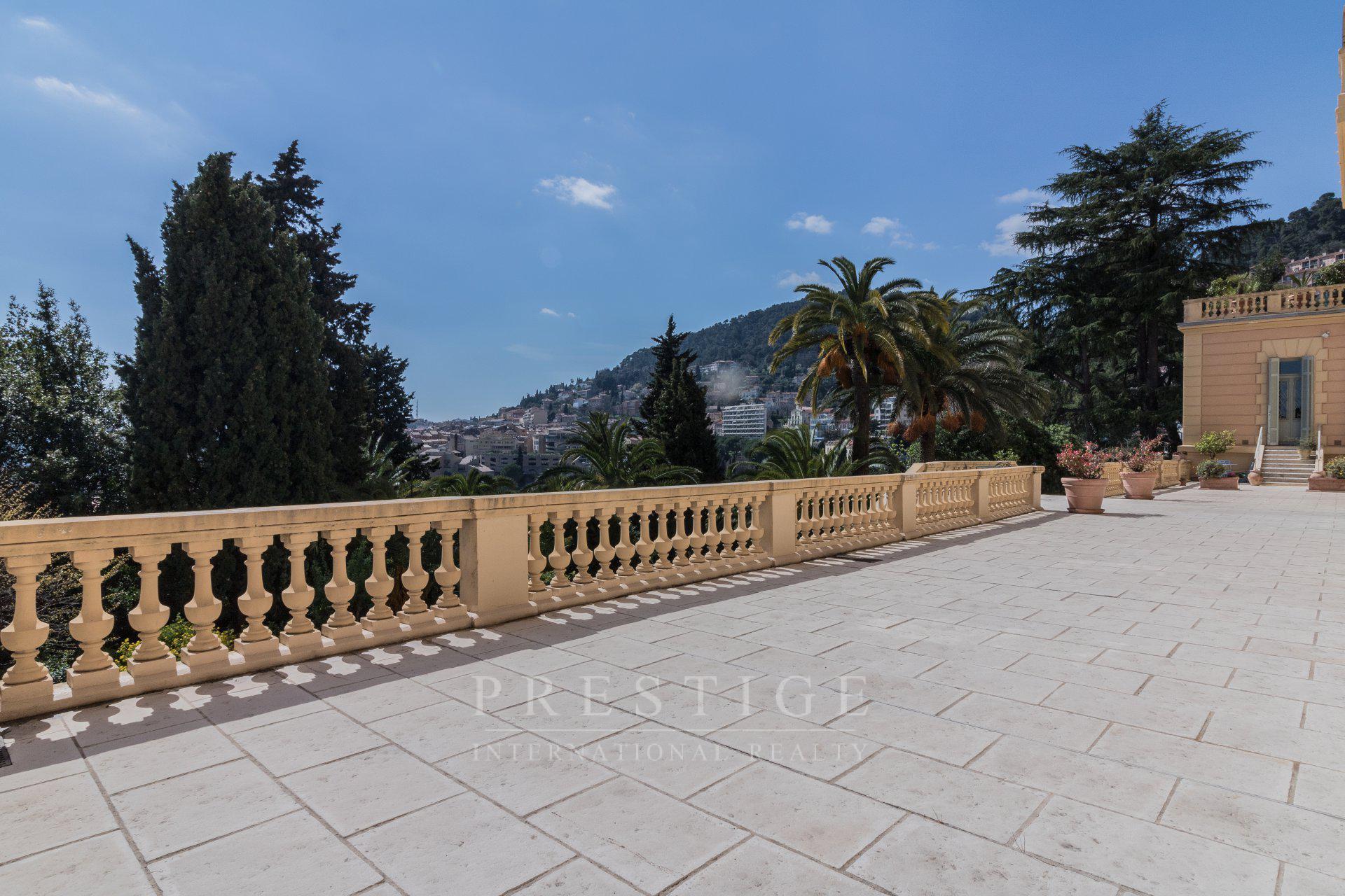 Grasse Grand palais, 93m² avec cave et parc