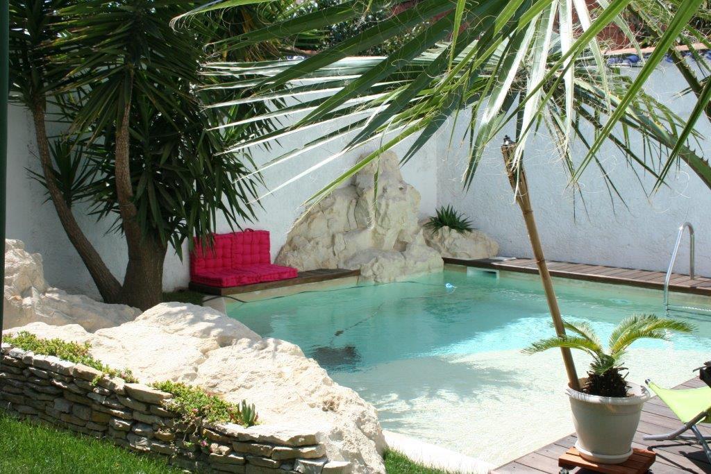 APPART T4  avec jardin piscine garage et dépendances
