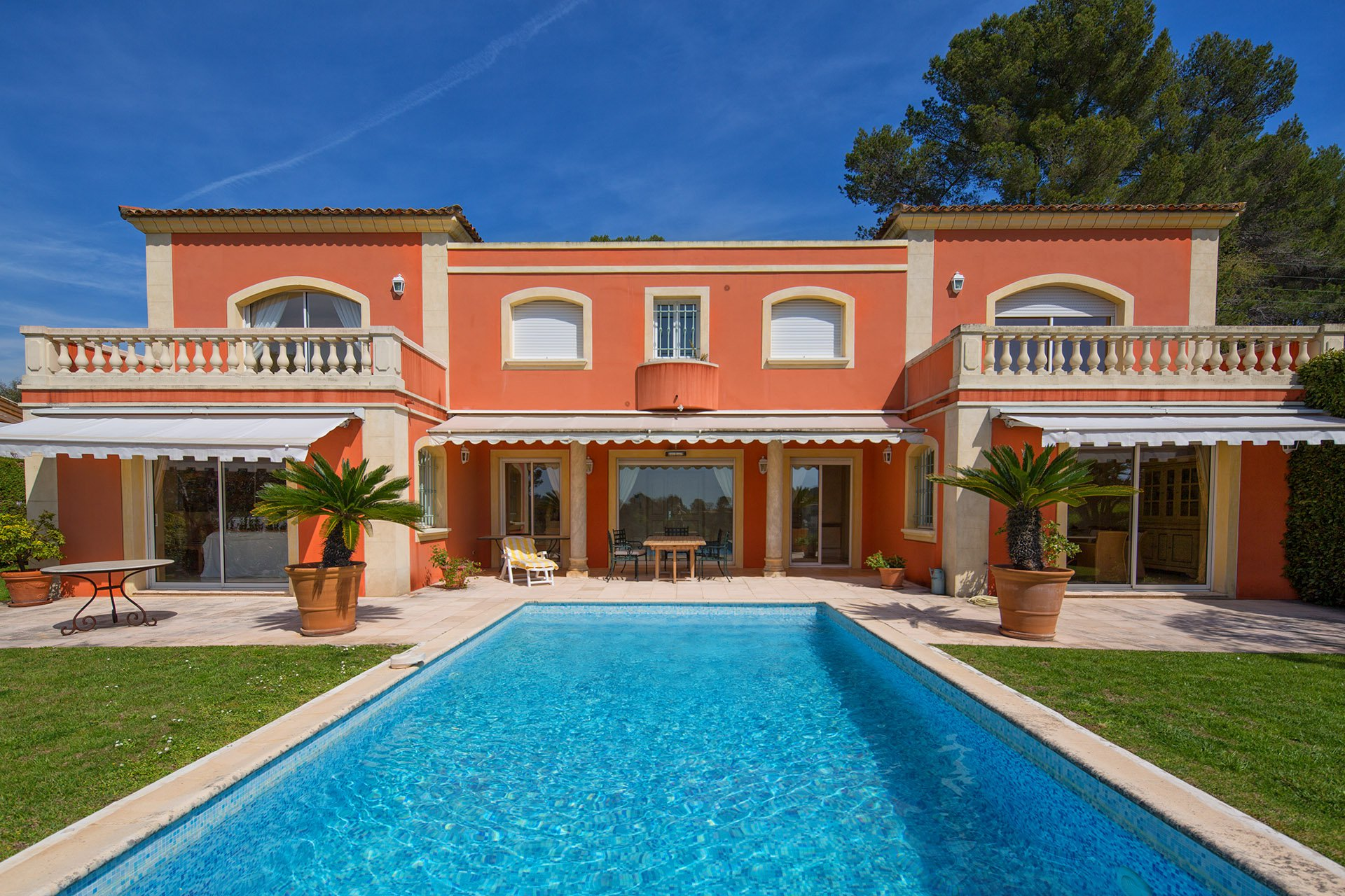HOUSE FOR SALE IN MOUGINS IN A GATED DOMAIN