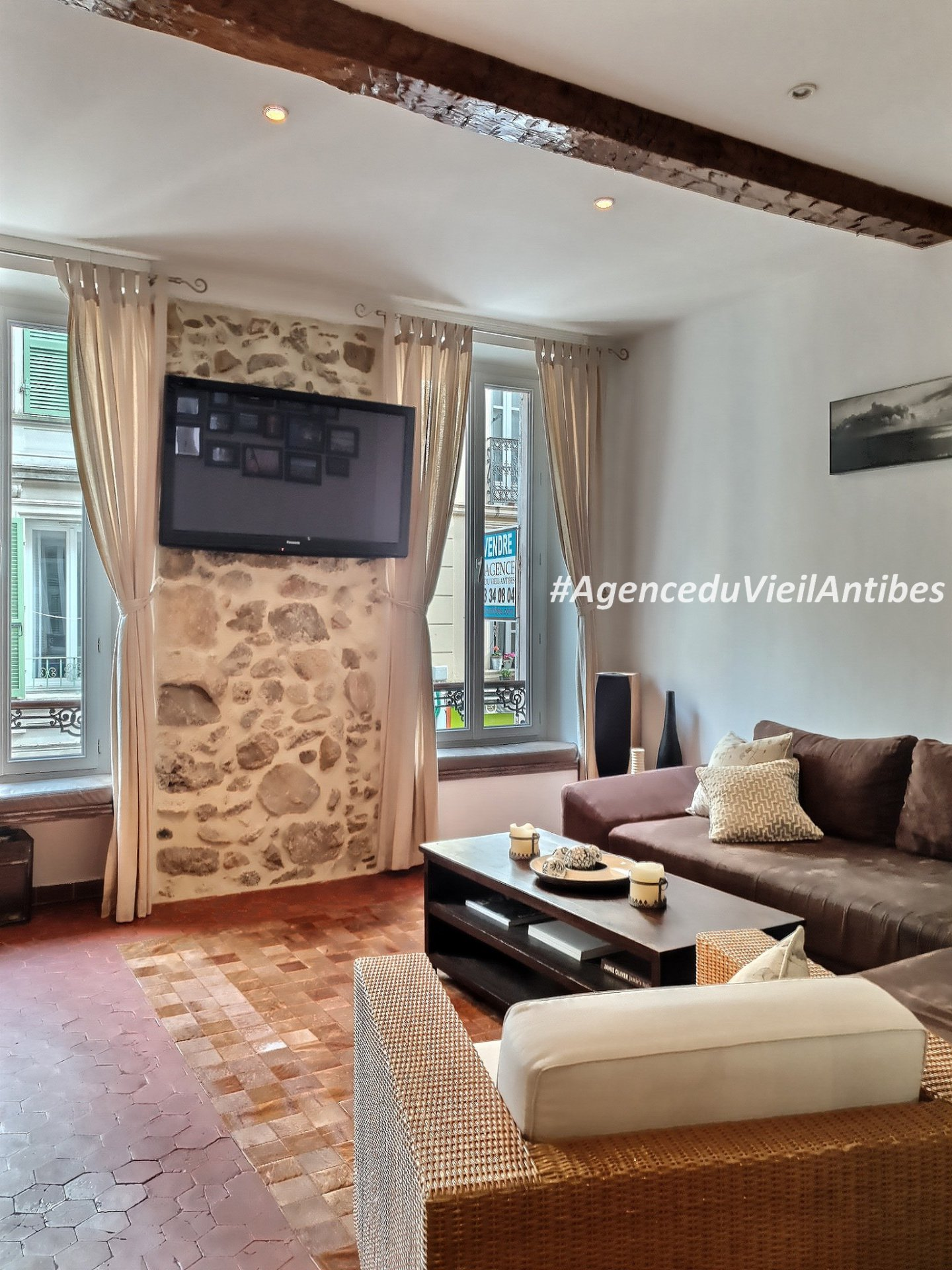 Very beautiful  flat in the heart of the old city.