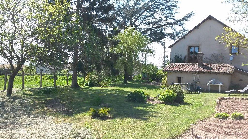 10 MIN CHARLIEU Renovated house with 120 m² plot