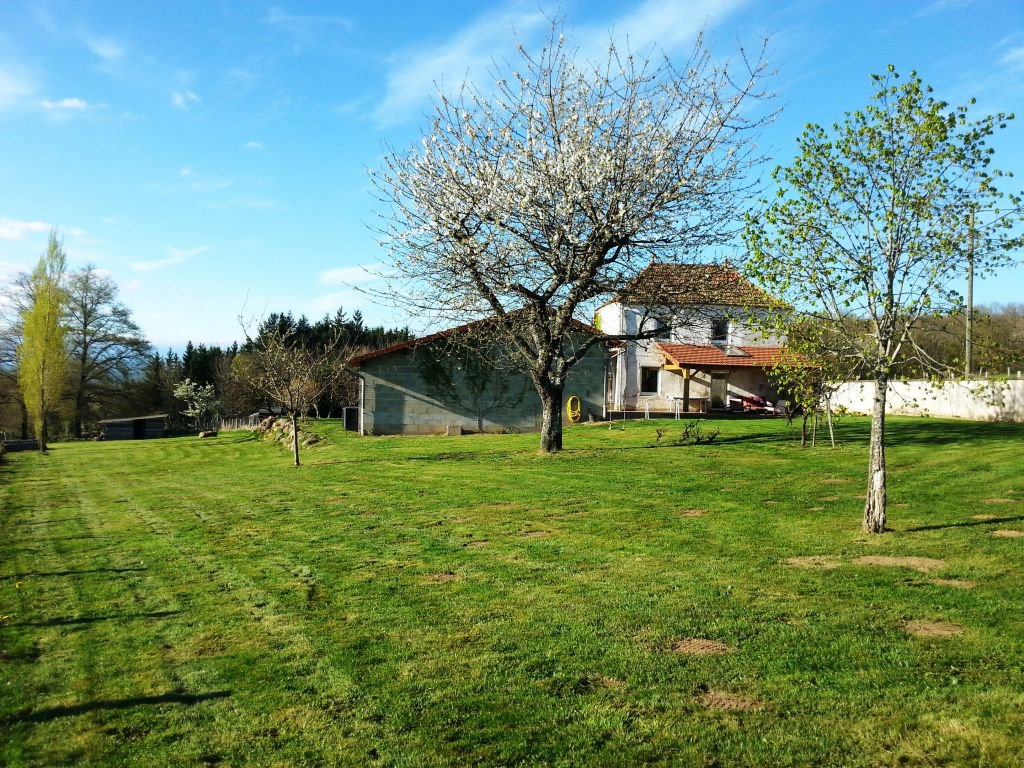 RARE! BEAUTIFUL HOUSE NEAR CHARLIEU AND BETWEEN ROANNE CUINZIER