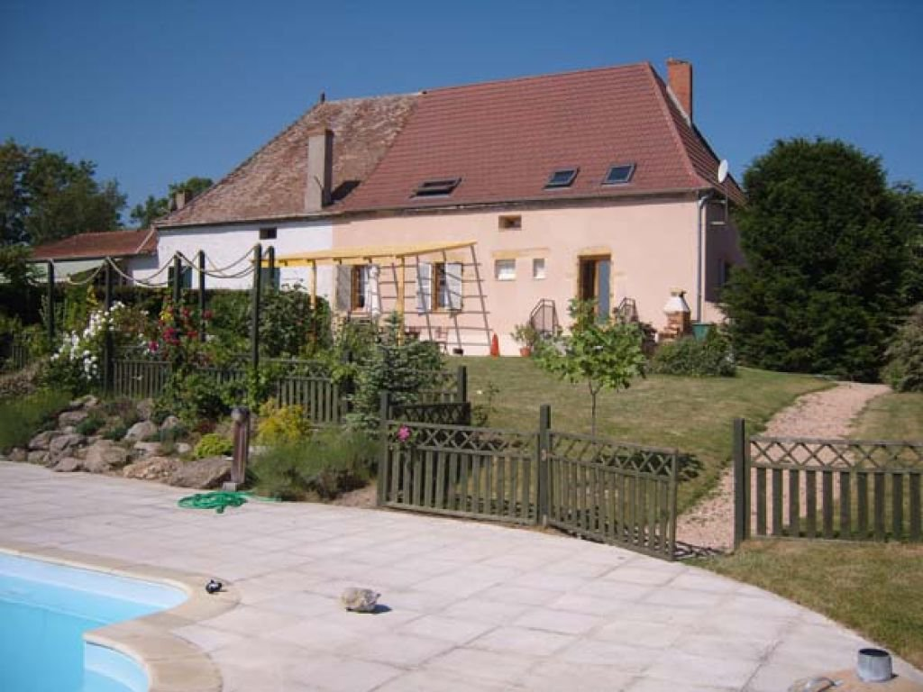 2H GENEVA Charming house pool and horses Brionnais 220 m2 3.7 hectares