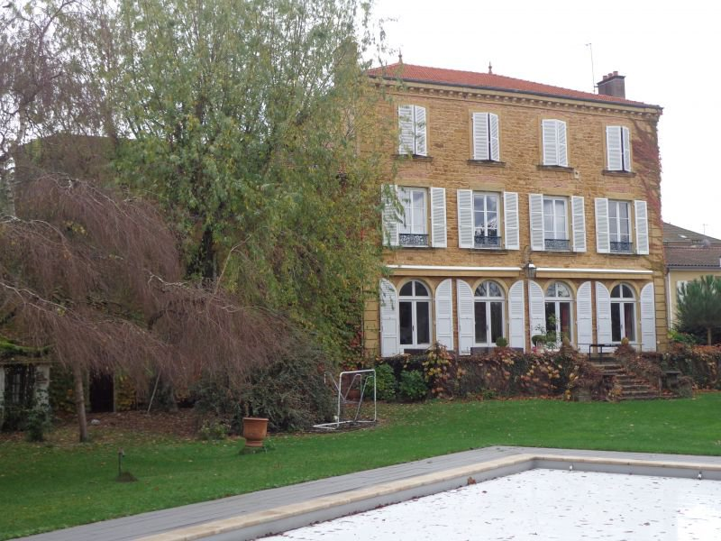 CHARLIEU center manor house 500 m² with garden and pool""