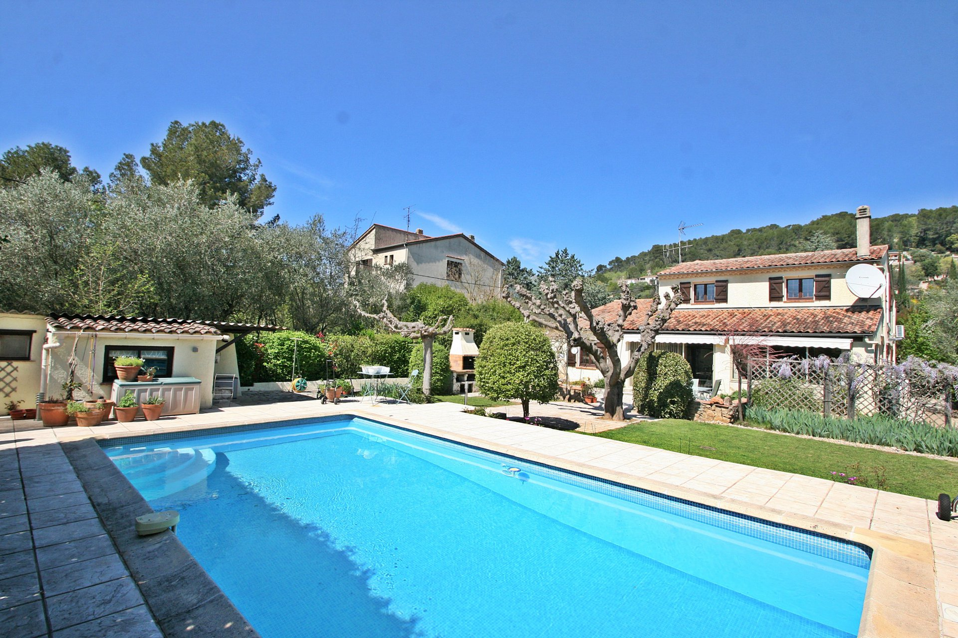 Charming house, walking distance to Lorgues