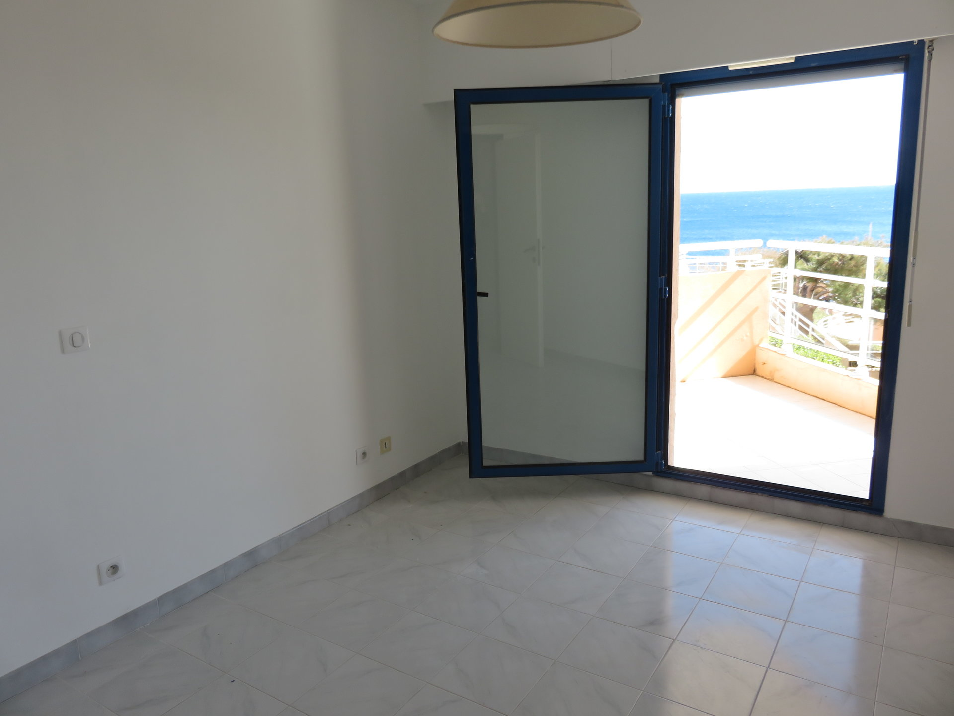 2 room apartment with sea view, terrace, parking