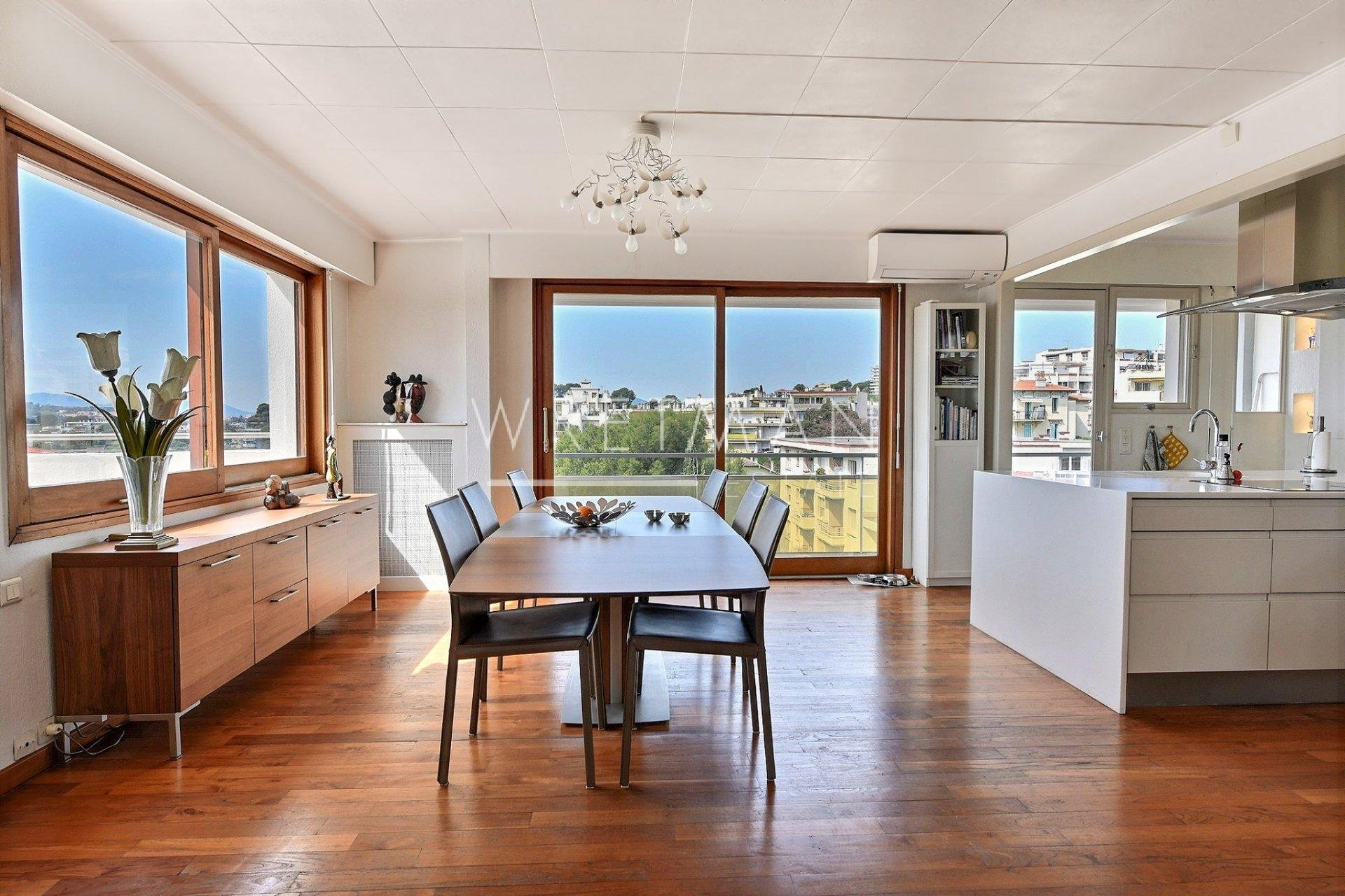 Exceptional Penthouse with roof-top terrace - Le Cannet
