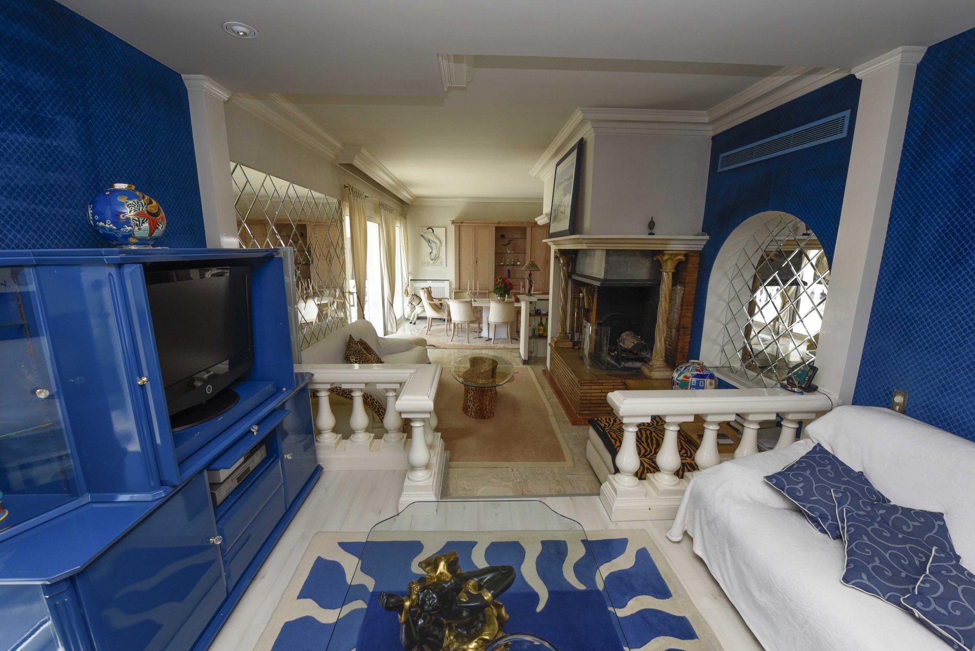 VILLEFRANCHE SUR MER - villa de 266 m²