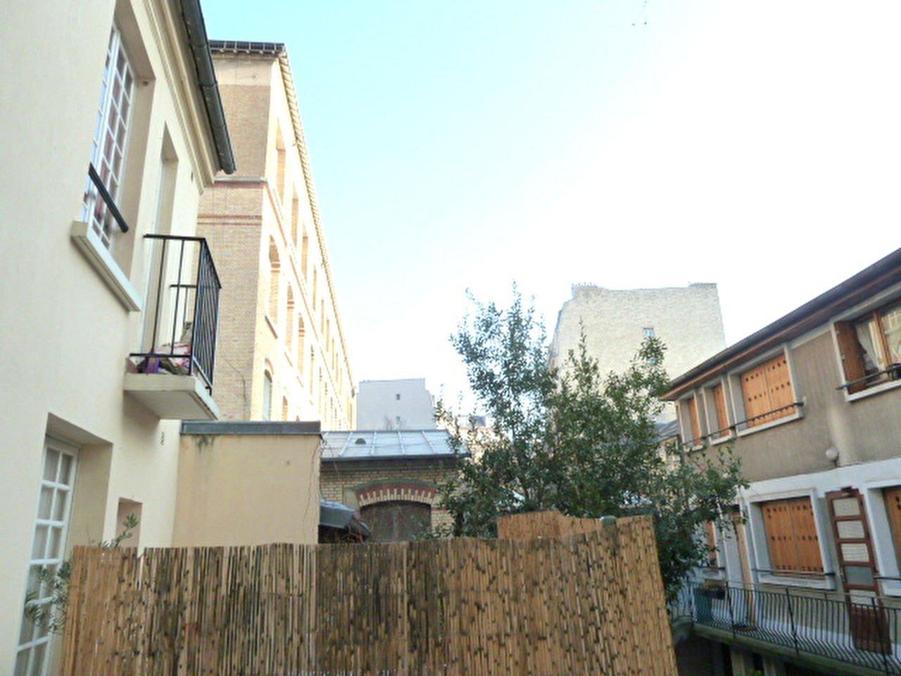 Studio d'environ 15m² vue dégagée  Rue des Lyonnais / Claude Bernard