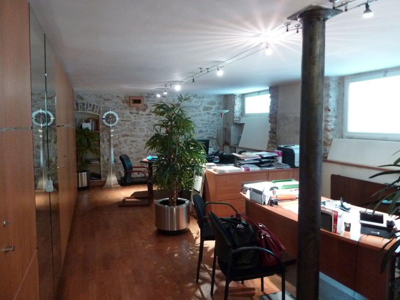 local commercial d'environ 70 m² / Square Scipion