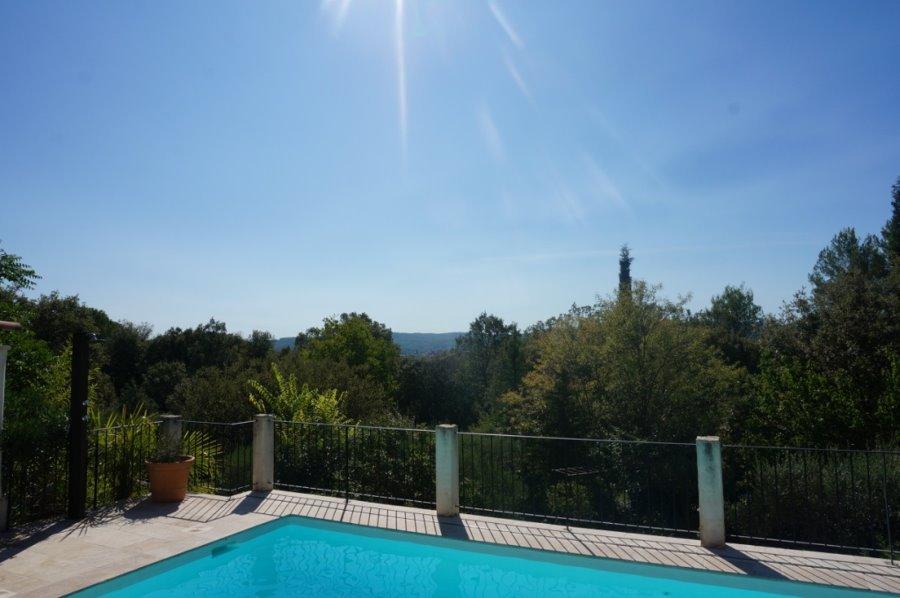 Maison de plain-pied avec piscine et vue